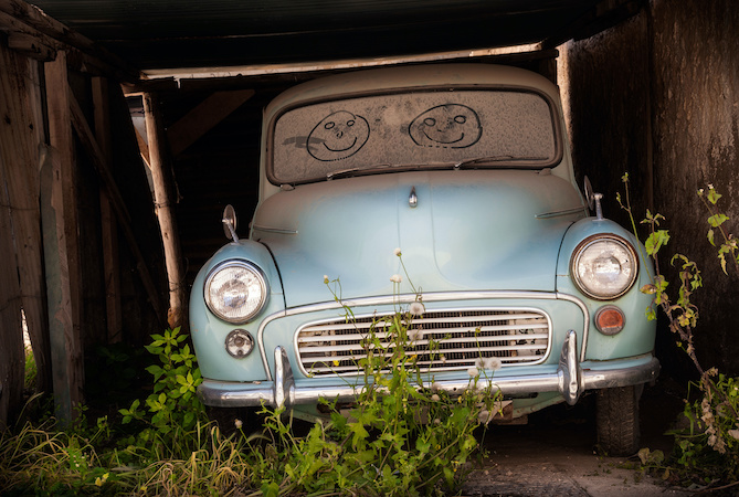 Abandoned classic car Image by Andrew Deer AdobeStock_142536106